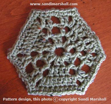 Circle Center Boxed Shell Hexagon Six-Sided Motif Free Pattern